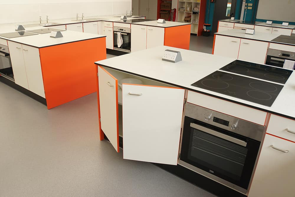 The Lakes School food tech room with cooker and worktops.