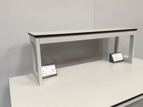 Mobile lab benches with reagent shelving for research, industrial, university and medical laboratories.