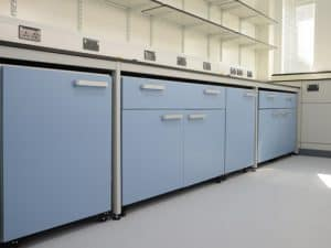 Mobile laboratory furniture for a flexible lab design