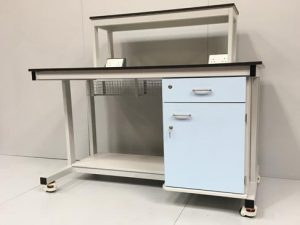 Mobile lab bench with reagent shelf