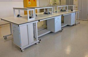 Mobile laboratory furniture for research lab