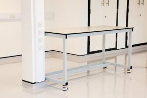 Laboratory workbenches for industrial lab