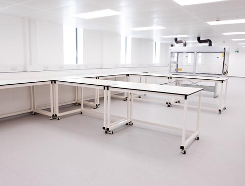 Installation of mobile lab tables - Klick Laboratories